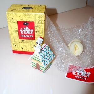 Peanuts Snoopy Christmas Hinged Box Hallmark